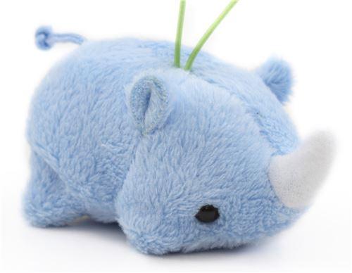 Breloque Puchimaru, petit rhinocéros bleu en peluche avec une dragonne verte